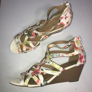 City Classified Floral Wedge Sandals